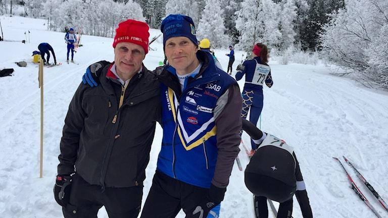 """Janne Pettersson och Anders Bergström på plats för """"en riktig femmil"""" i Sörskog, utanför Bjursås."""