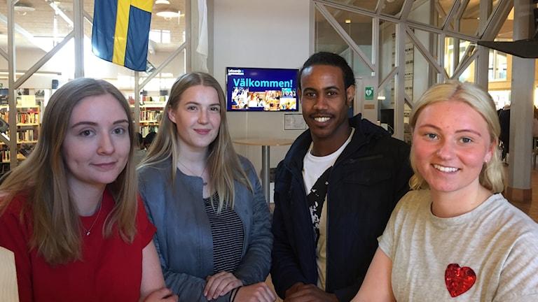 Indra Dopping Blomhage, Gabriella Andersson, Maekele Aman och Felicia Levé på Leksands gymnasium.