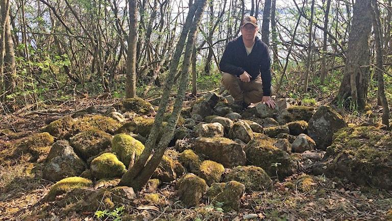 Lars-Erik Hallin hittade gravrösen på sin promenad.