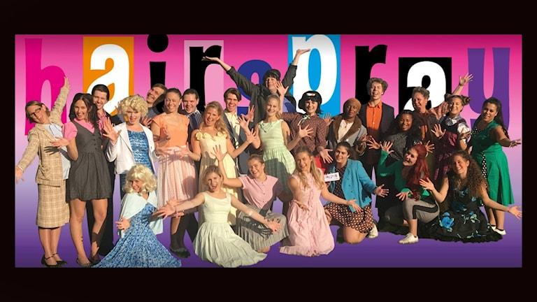 En bild på musikalgänget bakom Hairspray