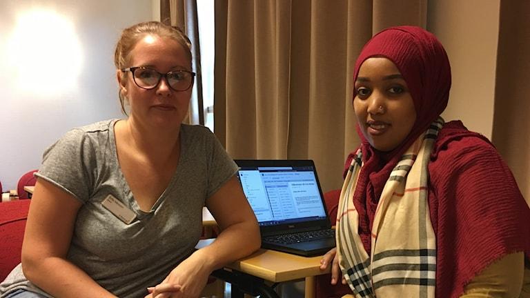 Sofia Månsson, lärare på Komvux Borlänge och elev Ruweyda Omar .