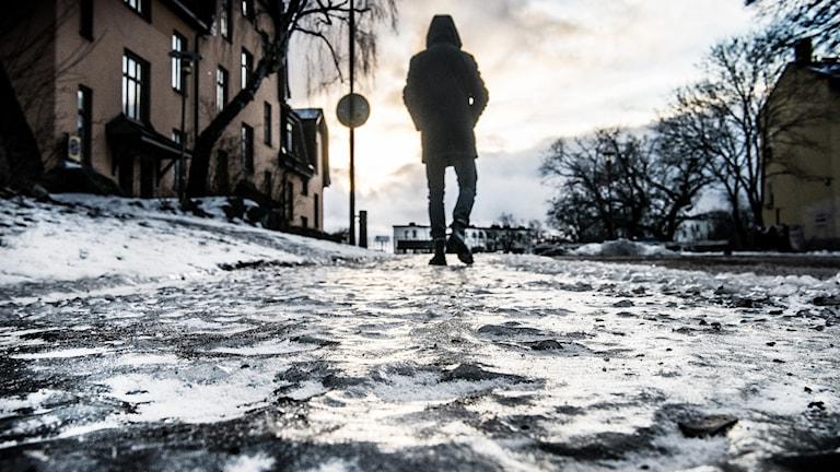 Is på marken.