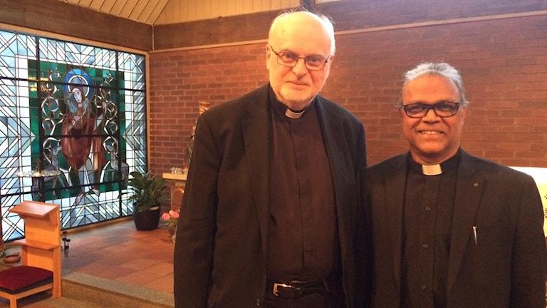 Kardinal Anders Arborelius och kyrkoherde Raphael Kurian.