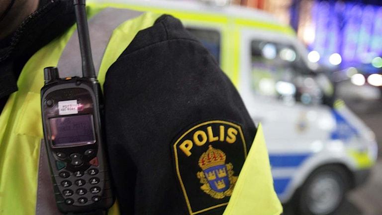 Polisen dumpar stökiga människor långt utanför staden
