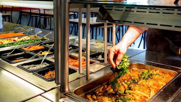Mat i en skolmatsal