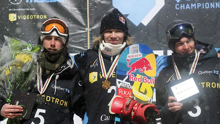 Niklas Mattsson (SWE), Roope Tonteri (FIN) och Seppe Smits (BEL). Foto: FIS/Oliver Kraus