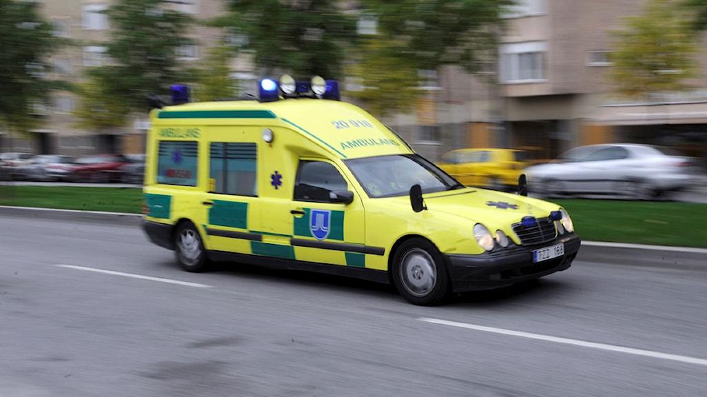 Ambulans på väg
