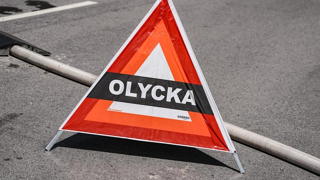 """Triangel med texten """"Olycka"""" på väg."""