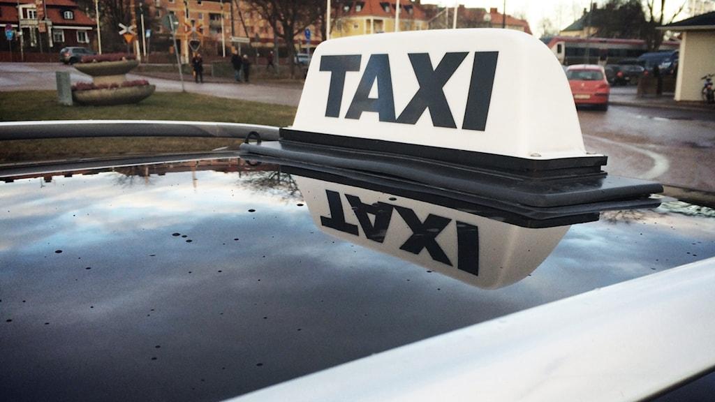 En bild på en taxiskylt
