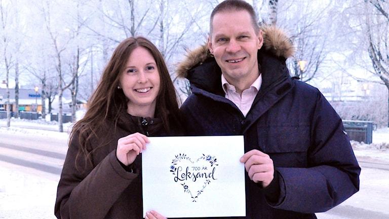 Loggavinnaren Jessica Isebrink och Per Olsson, kulturchef i Leksand.