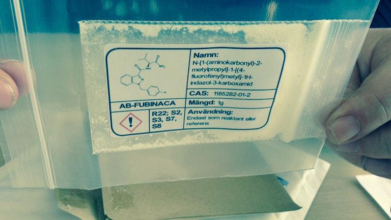 Pakaet med drogen spice inlämnas till polisen