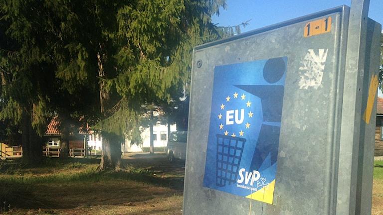 Svenskarnas parti har affischerat vid Moras gymnasieskola inför EU-valet 2014.