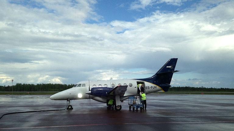 Ett Aviesflygplan på Mora flygplats. Foto: Jennie-Lie Kjörnsberg, Sveriges radio.