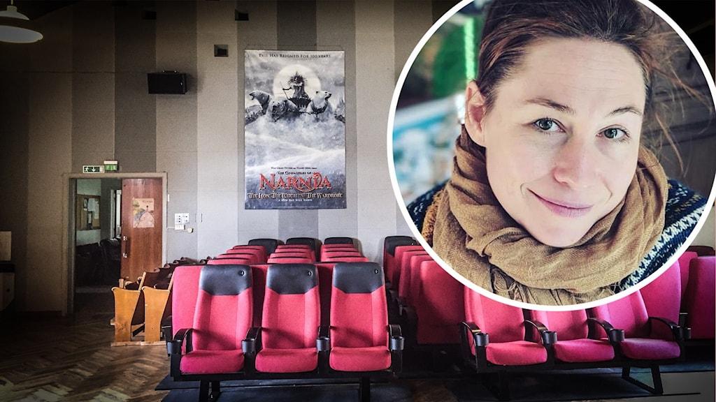 En biosalong där alla stolar står bredvid varandra i ett hörn i väntan på att ställas ut. På en infälld bild syns en kvinna i brunt hår och halsduk, hon ler.