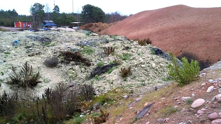 Fiberslam från Grycksbo pappersbruk används i sluttäckningen av Kråkbergsdeponin i Mora.