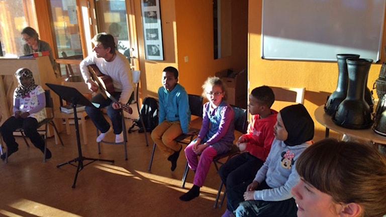 El Sistema i Borlänge lär utsatta barn musik