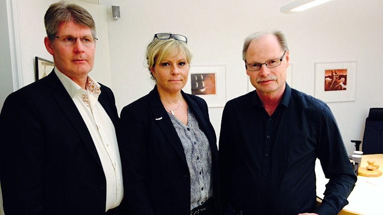 Pär Jerfström, chef för bildningssektorn (inklusive individ- och familjeomsorgen) i Borlänge, Paulina Karlsen, chef inom sociala sektorn i Borlänge, Kenneth Persson (S), ordförande i arbetsmarknads- och socialnämnden i Borlänge.