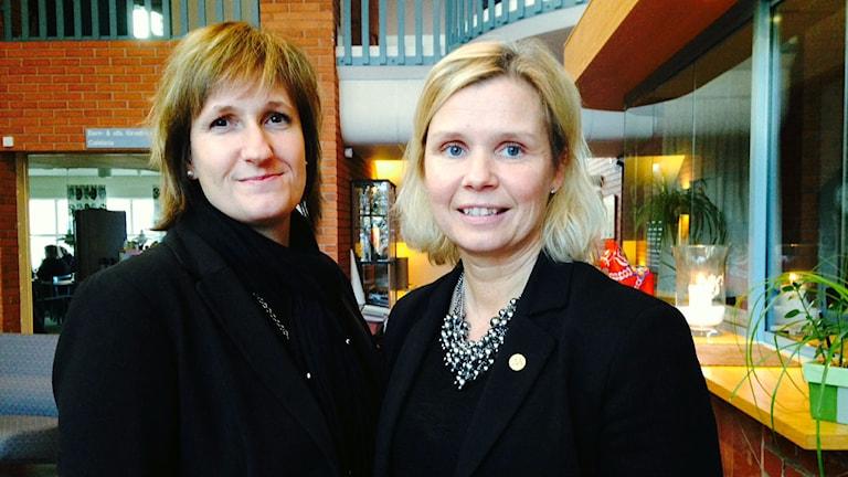 Anna Hed (C), och Malin Höglund (M), kommunalråd i Mora. Bilden tagen i november 2014.