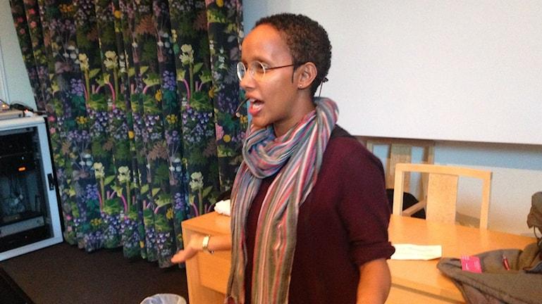 Hanna Wallensteen, gestaltar fiktiva karaktärer för att på så sätt skapa en gemensam referensram för samtal. Foto: Salam Abu-Iseifan