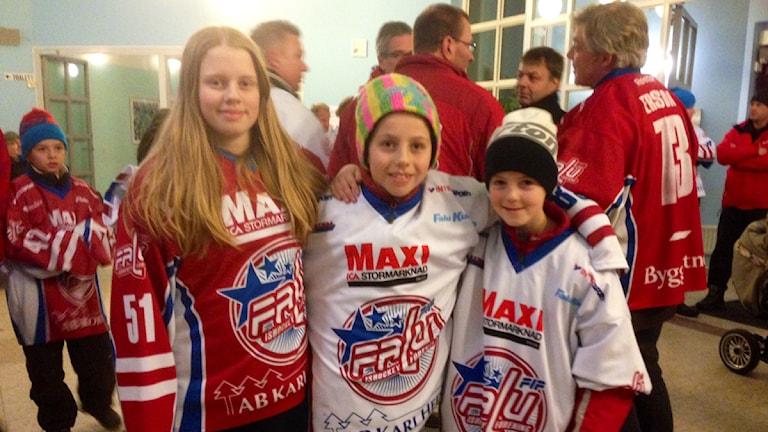 Linnea Nordström, 13 år, Ante Allard, 9 år, och Albin Wiklund Norman, 9 år. Foto: Eva Rehnström