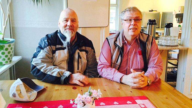 Leif, gäst på, och Ulf Linde, föreståndare för Riastugan i Falun.