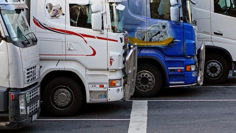 Lastbilar på rad