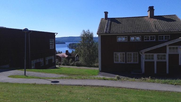 Brunnsviks folkhögskola med utsikten mot sjön Väsman