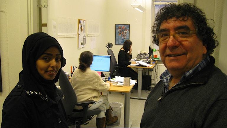 Abeer Saad Mohammad Nour och Guildo Barlari vid tolfförmedlingen i Ludvika. Foto Stefan Ubbesen.