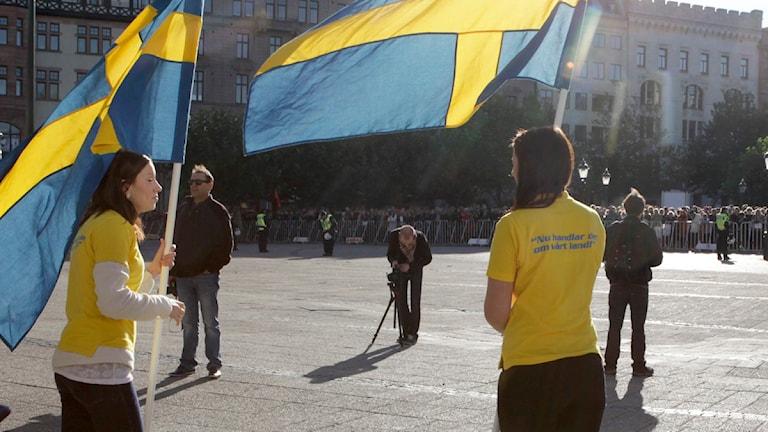 SDU med flaggor