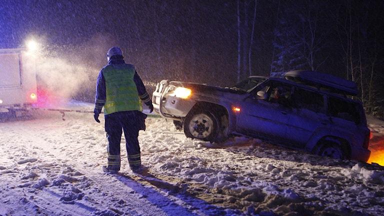 Singelolycka med sex personer inblandade på väg 635 i Smedjebackens kommun. Foto: Micke Gustafsson/Foto-Mike