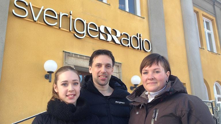 Lilly Almquist, Thomas Almquist och Sofia Axelsson från veckans idrottsförening Borlänge Konståkningsklubb. Foto: Sveriges Radio