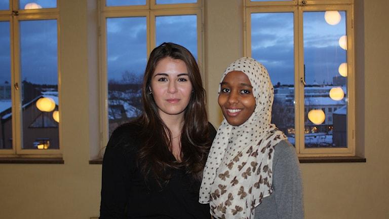 Skoleleverna Amina Hashi och Jiyan Khallo