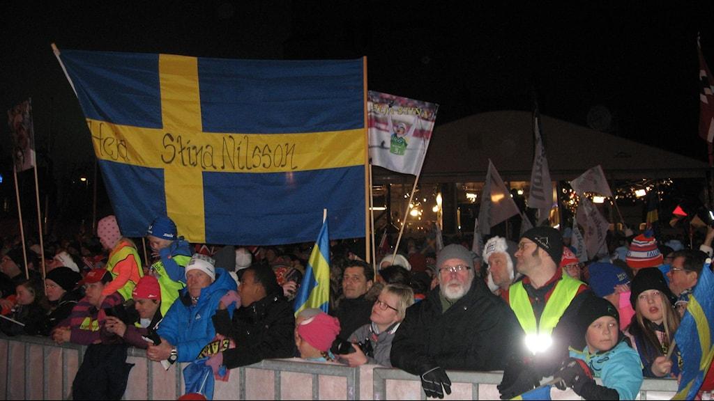 Stina Nilsson från Malung hade många fans vids prisutdelningen efter silvret i VM-sprinten.