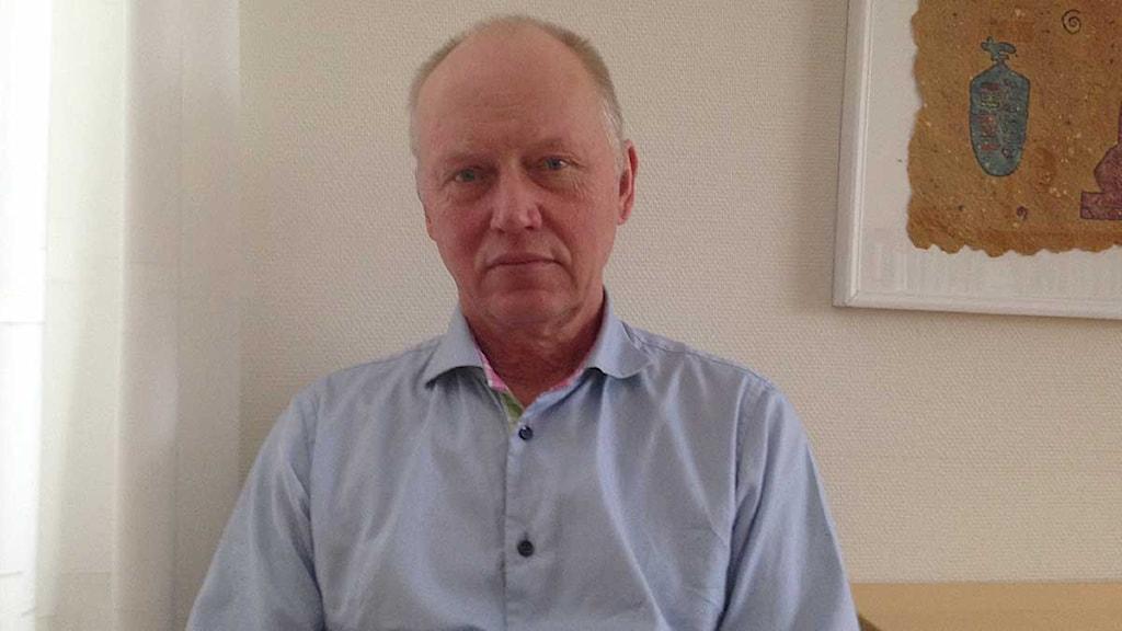Lars Jerdén, distriktsläkare i Borlänge, är kritisk till att så många opereras. Foto: Sveriges Radio.
