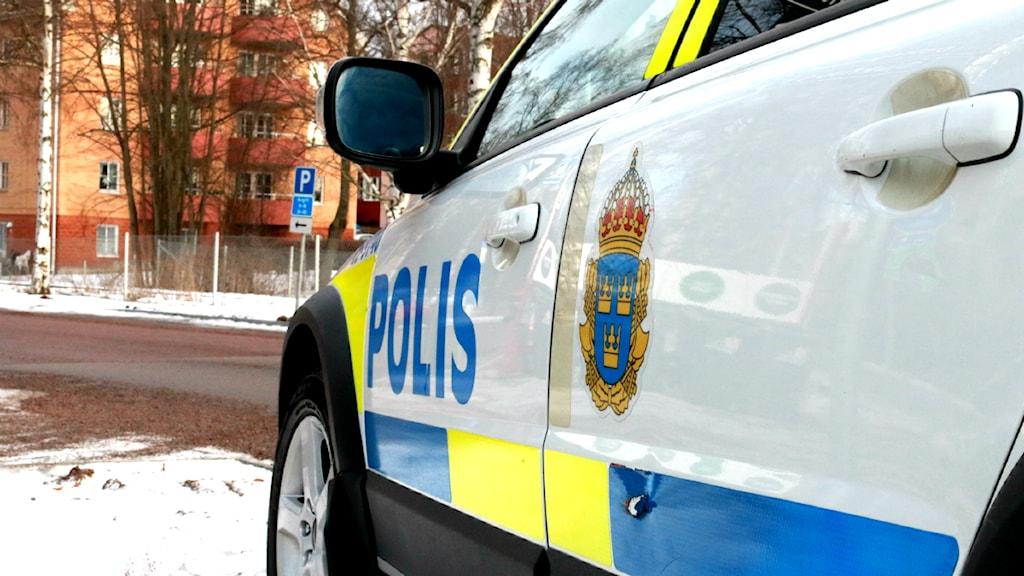 Polisen i Dalarna arbetar just nu med att identifiera den man som hittades död under en bro i Falun under tisdagsmorgonen. FOTO: Sofie Lind/Sveriges Radio.