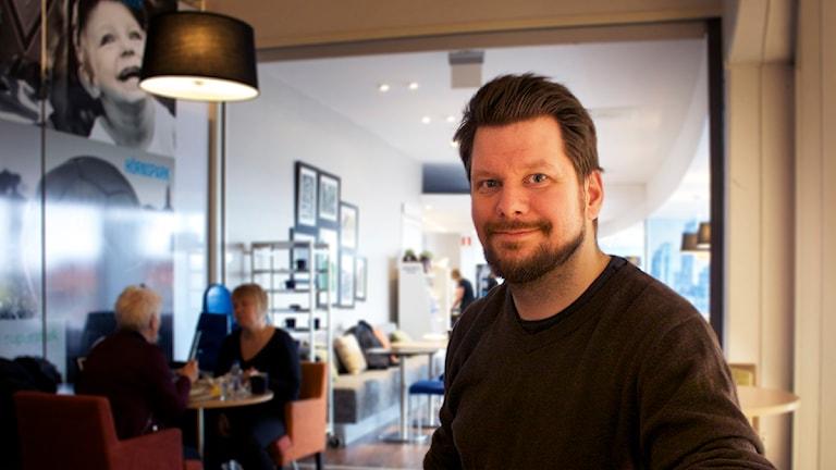Rikard Rudolfsson tycker att det är viktigt att ungdomar ser att de faktiskt kan påverka det som händer i kommunen. Foto Gabriel Tjulander/ Sveriges radio