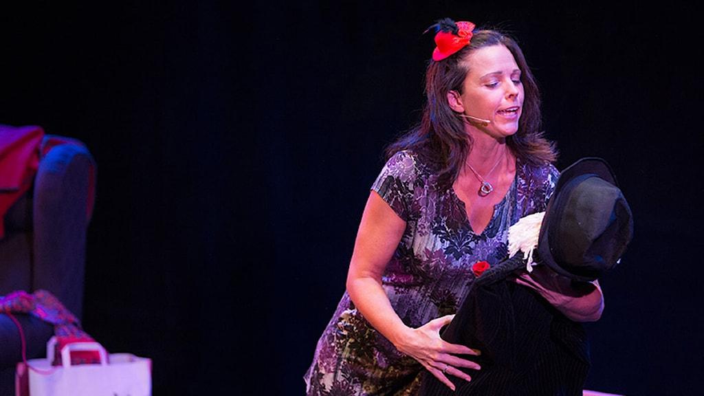 Anna Bromee i föreställningen Ett bloss för Lena Nyman. Foto: Thorleif Robertson.