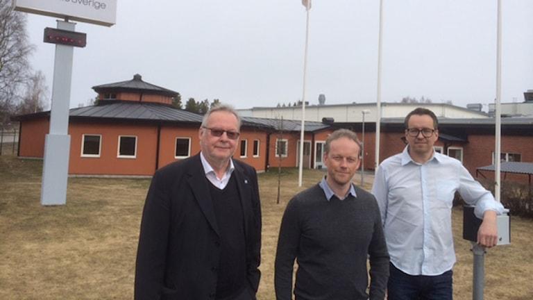 Vansbros kommunalråd, Per Anders Westhed och kommunens näringslivschef, Oskar Lundgren, och mellan dom står, Reine Johansson från arbetsförmedlingen i Vansbro.