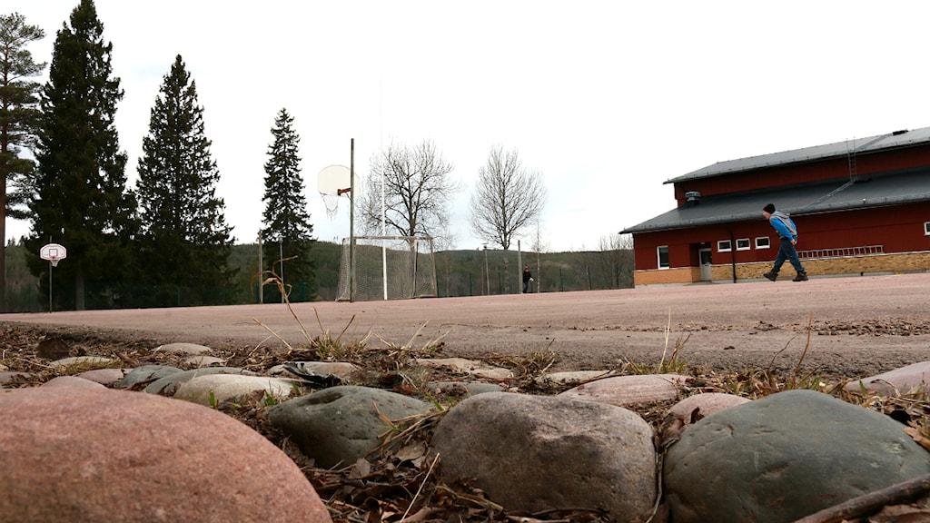 Elever är fortfarande besvikna över skolgården vid Ungärde Skola i Lima. Foto: Sofie Lind/Sveriges Radio.
