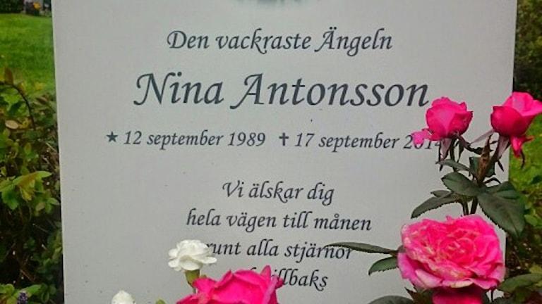 Ninas gravsten