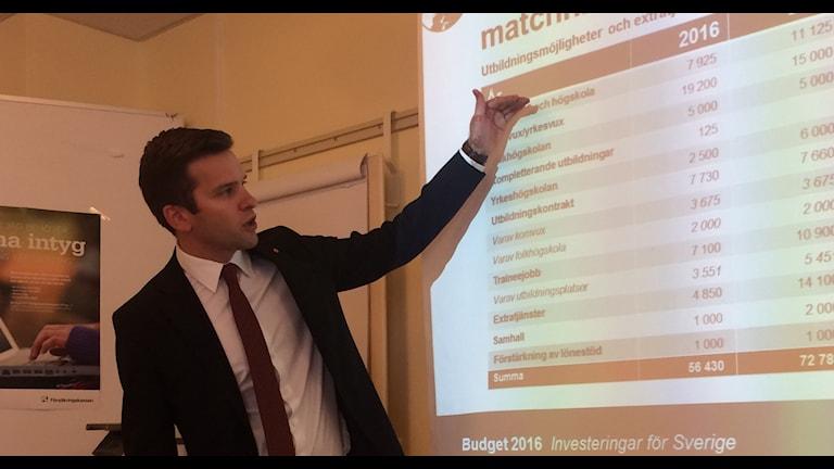 Sjukvårdsminister Gabriel Wikström presenterar höstbudgeten i dag i Dalarna.