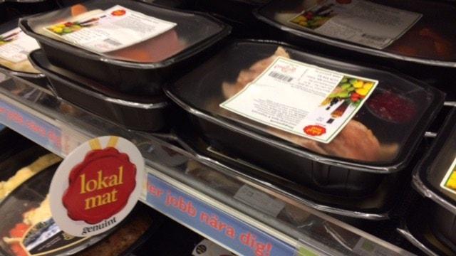 """Matlådorna från Gåfood markadsförs med sigillet """"Lokal mat"""" i butikerna. Foto: Matilda Eriksson Rehnberg, Sveriges radio."""