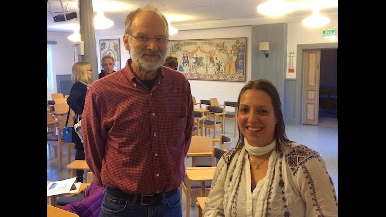Jan Anger och Anne Kasenene vid utbildbildningsdagen i Stiftsgården i Rättvik. Foto Stefan Ubbesen