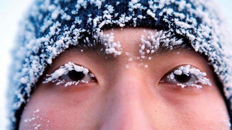 En man med frost i ögonfransarna