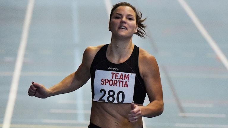 Sanna Kallur vann dagens tävlingslopp på 60 meter på Team Sportia spelen som gick av stapeln i Falun idag. Loppet är Kallurs första tävling på ett år. Foto: Ulf Palm / TT