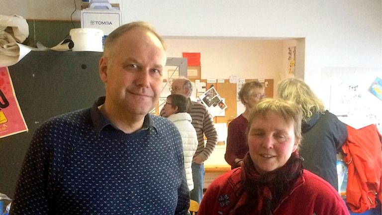 Bilden visar Jonas Sjöstedt, partiledare för Vänsterpartiet, och Annika Persson, ordförande för Vänsterpartiet i Orsa.