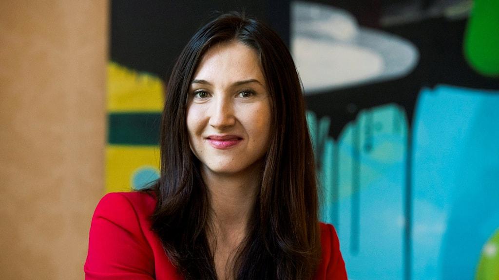 Bilden visar socialdemokraten Aida Hadzialic, gymnasie- och kunskapslyftsminister.