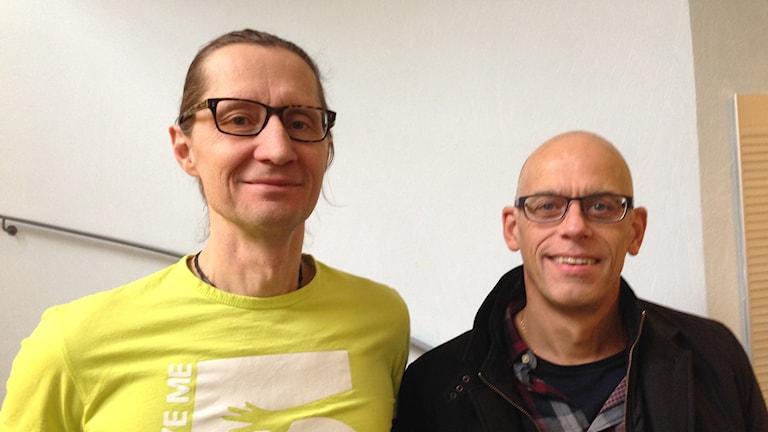 Johan Peters, Give Me Five och Jonas Pettersson på Kvarnsvedens IK samarbetar om värdegrundsarbete.
