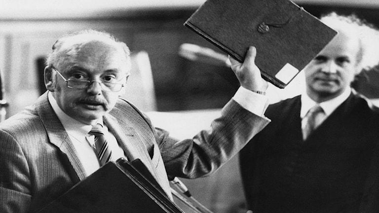 En svartvit bild på Konrad Kujau som förfalskade Hitlers dagböcker.