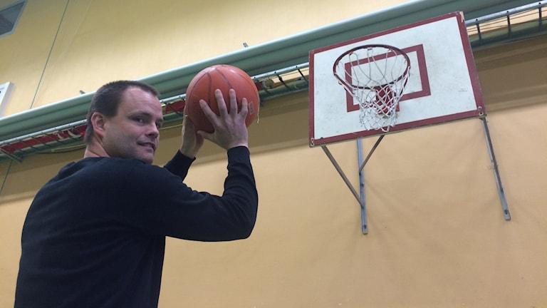 Mats Berglund, ordförande i Falu basket, om klubbens integrationssatsning.
